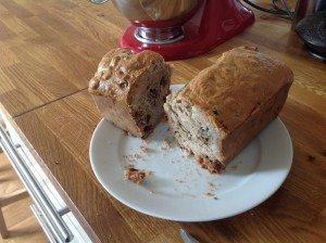 Cake terroir roquefort/noix/raisins. dans Apéros et mise en bouche cake-roquefort-300x224