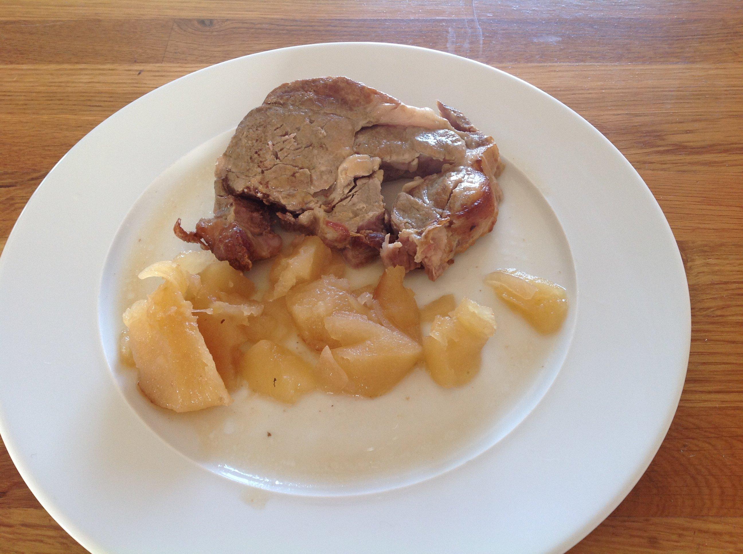 Roti De Porc Dans L Echine En Cocotte Au Cidre Brut Et Aux Pommes
